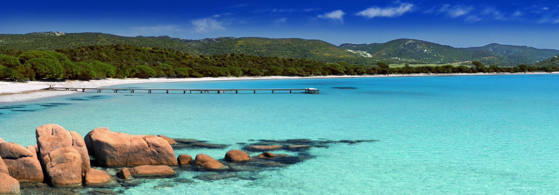 Platja de la Rivera est une grande plage de 260 mètres de long sur 36.
